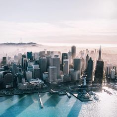 Saturday looks good on you...#OutlineTheSky #RepYourCity #SanFrancisco #Cali #CitiesNeverSleep Photo: @erwnchow