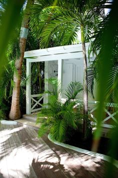 Like the simple styling of the enclosure of the porch.
