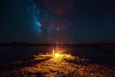 Hundreds of thousands of years later humans still gather around fires under the Milky Way. Lake Powell Utah. [2986x1990][OC]