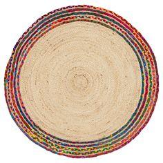 Handgemaakt vloerkleed van jute met vrolijke multicolor rand. Sterk, natuurlijk en grof. Voorzien van het Cair & Fair label. 100 cm doorsnede. #kwantum #opdevloer #vloerkleed #vloer #vloerbedekking #jute