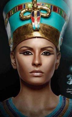 Egipto sigue siendo una fuente de enigmas y misterios, con sus faraones, sus dioses y sus reinas, todo el mundo conoce a la famosa Cleopatra, la cuestión es que Nefertiti fue la primera gran reina en eclipsar Egipto. Egyptian Party, Egyptian Costume, Nefertiti Costume, Cairo, Egypt Makeup, Egyptian Eye Makeup, Cleopatra Makeup, Egyptian Fashion, Queen Nefertiti