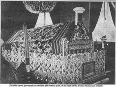Tomb of The Prophet Mohammed sallallahu alaihi wa'sallam (Rare Pic) Abby Islamic Images, Islamic Pictures, Islamic Art, Mecca Madinah, Mecca Kaaba, History Of Islam, Jumma Mubarak Images, Beautiful Mosques, Islam Quran