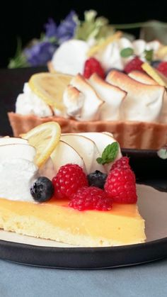 Luxe Lemon Tart - tarte,tarte sucree,pate a tarte Tart Recipes, Baking Recipes, Sweet Recipes, Dessert Recipes, Fine Cooking Recipes, Dessert Tarts, Cake Filling Recipes, Dessert Cups, Cooking Food