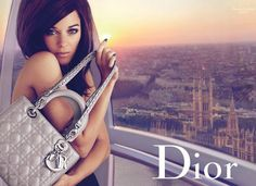 The fourth and final episode of the Marion Cotillard's Lady Dior story for Christian Dior is now complete with Shades of Grey.Abord the London Eye Ferris wheel dressed in Dior's crui… Marion Cotillard, Lady Dior, Miss Dior, Dior Handbags, Luxury Handbags, Dior Bags, Stylish Handbags, Christian Dior, Luxury Handbag Brands