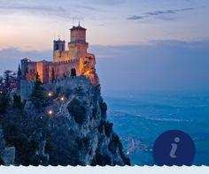 Η θέα από τον πύργο Guaita του Σαν Μαρίνο κόβει την ανάσα! H Δημοκρατία του Σαν Μαρίνο, ένα από τα μικρότερα κράτη του κόσμου, απέχει μόλις 2 ώρες από την Αγκώνα και μοιάζει σαν να έχει βγει από παραμύθι.  Breathtaking view from Guaita tower in San Marino! San Marino, one of the smallest states in the world, is only 2 hours away from Ancona and looks like it has been taken out of a fairytale.