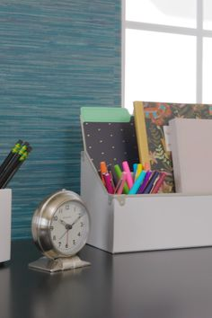 room makeover videos A distracting office just wont do. Watch how Meg clears the clutter and makes room for bright ideas using organizational accents and functional furniture from the Home Depot. by The Home Depot Diy Organisation, Room Organization, Functional Furniture, Home Depot, Family Command Center, Declutter Your Home, Bright Ideas, Diy Arts And Crafts, Home Office Decor