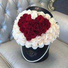 In the romantic mood lately #jadorelesfleurs #romance #signatureroses