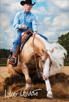 "The ""Sliding Stop"" being performed by a handsome Palomino Quarter Horse stallion owned and ridden by Lyle Lovett. Cowboy Horse, My Horse, Horse Love, Horse Tips, All The Pretty Horses, Beautiful Horses, American Quarter Horse, Quarter Horses, Palomino"