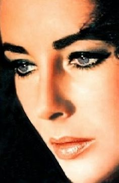 Stunning Elizabeth Taylor