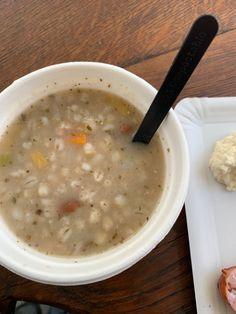 Beetje weeige soep met veel pasta Lucky Food, Cheeseburger Chowder, Soup, Pasta, Soups, Pasta Recipes, Pasta Dishes