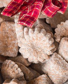 Tmavé pracny mojí prababičky Christmas Cookies, Meat, Food, Christmas Crack, Christmas Biscuits, Essen, Christmas Candy, Yemek, Holiday Cookies