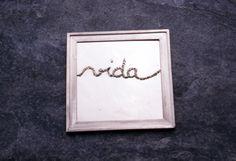 Alexandra Ribeiro | Ponto de Cadeia | broche | prata bordada a fio de prata | 1998 | 7x7x0,5cm | fotografia João Firmino