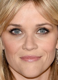 Close-up of Reese Witherspoon at the 2015 Critics' Choice Awards. Close up