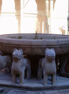 Detalle de la fuente del patio de los leones de La Alhambra by Pedro y Sergio on Flickr.