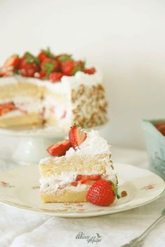{♫ ♪ ♫ ♪} Sometimes i think i could just eat strawberries! well, not just strawberries. I love strawberries in my yogurt, strawberries in my cake, My Favorite Food, Favorite Recipes, Fruit Salad, Vanilla Cake, Flora, Cheesecake, Strawberry, Lemon, Pasta