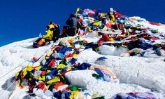 """""""Indian Army team heads for Mt.Everest to bring down 4,000kg of trash left by climbers."""""""