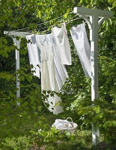 ~Build Your Own Solar Clothes Dryer; clothes line stand for the yard Bygg et tørkestativ White Cottage, Cottage Style, Rose Cottage, Dream Garden, Home And Garden, Farm Life, Country Life, Garden Inspiration, Outdoor Gardens