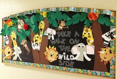Zoo Animal Art Projects For Kids Bulletin Boards 46 Ideas Preschool Jungle, Preschool Bulletin Boards, Preschool Activities, Rainforest Activities, Jungle Crafts, Safari Bulletin Boards, Summer Bulletin Boards, Jungle Theme Classroom, Classroom Themes