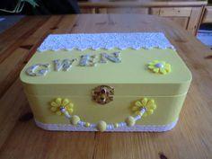 valisette de rangement jaune et blanche : Chambre d'enfant, de bébé par creativero