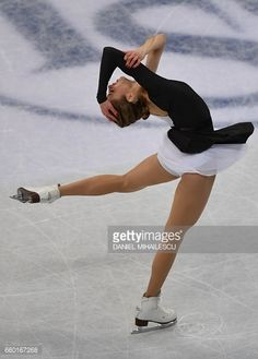 Carolina Kostner of Italy performs during ladies short program of ISU World Figure Skating Championships 2017 in Helsinki March 29, 2017. / AFP PHOTO / Daniel MIHAILESCU (Photo credit should read DANIEL MIHAILESCU/AFP/Getty Images)