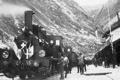 The opening of the Gotthard rail tunnel in 1882. This picture shows the first Gotthard steam locomotive at Göschenen station on its return from Milan (Keystone)