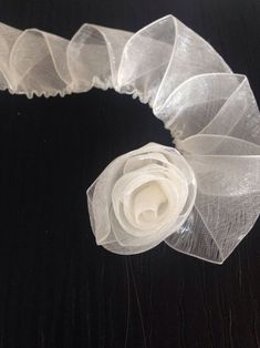 You can easily make this beautiful rose model with a total construction of 60 cm with 2 cm pink chiffon. Diy Ribbon Roses How to diy satin ribbon rose This Pin was discovered by tuğ Ribbon Embroidery Flowers by Hand - Embroidery Patterns silk ribbon for Ribbon Art, Fabric Ribbon, Ribbon Crafts, Flower Crafts, Organza Ribbon, Fabric Roses, Satin Ribbon Roses, Flower Diy, Diy Crafts