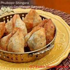 Phulkopir Shingara - Bengali Samosas in a flaky nigella speckled pastry, with a cauliflower filling.