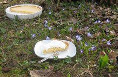 Barbaras Spielwiese: Key Lime Pie - Mürbeteig mit cremiger Eier-Limetten-Kondensmilch-Creme und Sahnetopping - fruchtig, frisch - http://barbaras-spielwiese.blogspot.de/2011/03/key-lime-pie.html