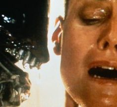 THE moment in Alien Sigourney Weaver, Ellen Ripley, and the Alien. Art Alien, Alien Vs, Classic Scary Movies, Great Movies, Sci Fi Movies, Horror Movies, Action Movies, Fear Fest, Man In Black