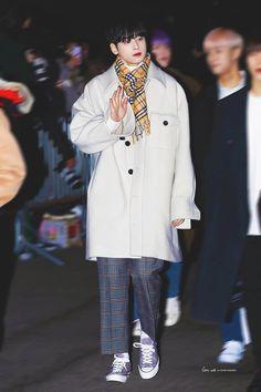 Astro Boy, Sanha, Kdrama, Boyfriend, Kpop, Coat, Outfits, Cuddle, Chinese