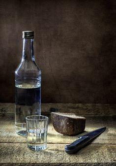 Водка и хлеб. Автор: Николай Ляпин