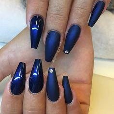 """""""Midnight Blue"""" i matt och glansigt från #lillynails"""