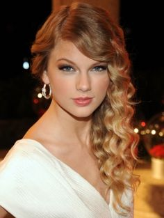 Celebrity Vintage Hair Styles - use our Forming Gel to help you create perfect curls !http://www.newyork-streets.com/forming-gel.php
