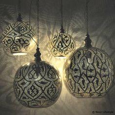 Arabische lamp Isra is 1 van de meest populaire lampen van Nour Lifestyle. Een Egyptische lamp in bolvorm, handgemaakt van verzilverd koper.