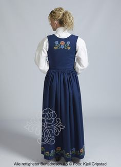 Nordlandsbunad til dame - BunadRosen AS Traditional Clothes, Norway, Beautiful Things, Fashion Outfits, Nature, Dresses, Art, Style, Vestidos