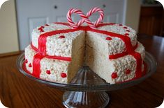 Rice Krispies Christmas Cake maybe the christmas cake ever. throw in some red hots! Christmas Desserts, Holiday Treats, Christmas Treats, Christmas Baking, Holiday Recipes, Christmas Recipes, Rice Crispy Treats, Yummy Treats, Sweet Treats