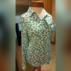 Ann Taylor Blouse Size Medium Ann Taylor Blouse Size Medium Great print Button up 100% polyester Feel free to ask any questions before purchasing. Thanks for shopping my closet! Ann Taylor Tops Button Down Shirts