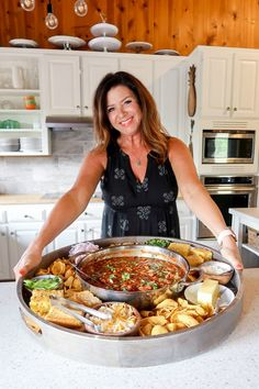 Serve an EPIC Chili Dinner Board; a great way to bring people together around your favorite chili recipe. Top with your favorite toppings and corn bread! Pork Chili Recipe, Chili Recipes, Party Food Platters, Food Trays, Easy Homemade Chili, Weekend Meal Prep, Favorite Chili Recipe, Chili And Cornbread, Charcuterie And Cheese Board