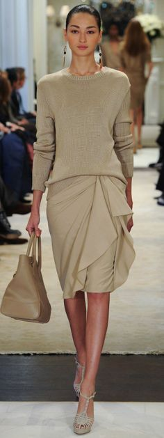 Ralph Lauren Pre Fall 2014 is full of warm and cool neutrals filled with very chic dress for success designs and sleek evening styles. Fashion 2017, Runway Fashion, Trendy Fashion, Fashion Show, Fashion Outfits, Trendy Style, Petite Fashion, Street Fashion, Ralph Lauren Style