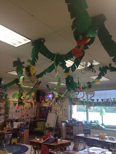 Hanging vines for rainforest classroom Rainforest Classroom, Rainforest Activities, Jungle Theme Classroom, Rainforest Theme, Classroom Decor Themes, Classroom Ideas, School Themes, School Fun, Summer School