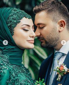 Muslim Brides, Muslim Couples, Hijab Wedding Dresses, Moda Emo, Piercings, Best Disney Movies, Fitness Tattoos, Islamic Fashion, Turban Style