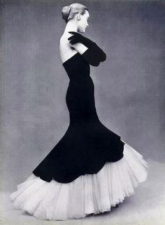 Elegancia eterna. Sín épocas. Balenciaga 1951.