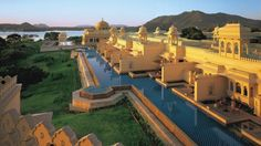 The Oberoi Udaivilas,Udaipur, Rajasthan, India Beautiful Hotels, Beautiful Places, Amazing Places, Monuments, Udaipur India, Jaipur, Big Pools, Swimming Pools, Beste Hotels