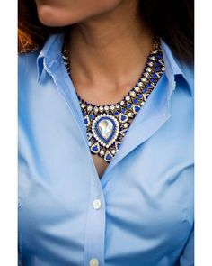 This maxi necklace inside the blouse looks so incredible! This accessory makes the look so fancy and it is also so good to use with a rocker t-shirt!  #accessory #fashion #maxicolar #necklace #style