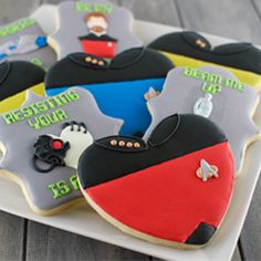 An easy tutorial to make Star Trek themed Valentine cookies that any sci-fi geek would love.