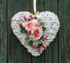 shabby chic rustic heart with pink roses Valentine Day Crafts, Vintage Valentines, Valentine Decorations, Wicker Hearts, Newspaper Crafts, Heart Ornament, Ornament Wreath, Heart Crafts, Felt Flowers