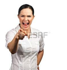 boze baas: Een geïsoleerde portret van een boze zaken vrouw of de baas schreeuwen en haar vinger