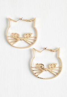 A Tail of Two Kitties Earrings. Be the buzz of the book club meeting by flaunting these ModCloth-exclusive, gold hoops! #gold #modcloth