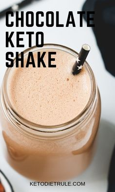 healthy chocolate shakes Enjoy this delicious low-carb chocolate keto protein shake recipe for breakfast, lunch or snack. Healthy Chocolate Shakes, Best Chocolate, Chocolate Recipes, Keto Protein Shakes, Keto Shakes, Protein Shake Recipes, Keto Meal Replacement, Keto Smoothie Recipes