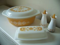 Just ordered this Pyrex butter dish today to match my mixing bowls :D